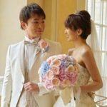南明奈 結婚式でのブーケの花材や形 パステルカラーで柔らかに